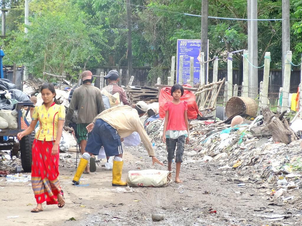 10 Habitants de Yae Oakan (PASDB y a construit une mini usine de traitement de l'eau)